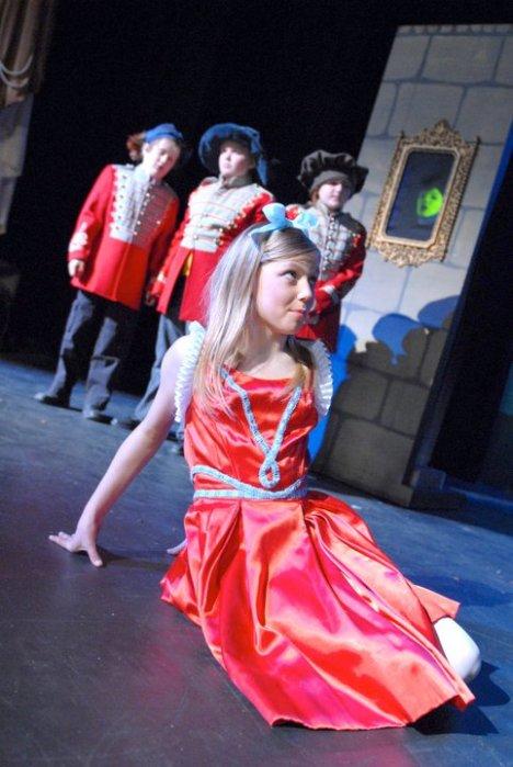 2011 Snow White A Very Pale Fairy Tale (3)